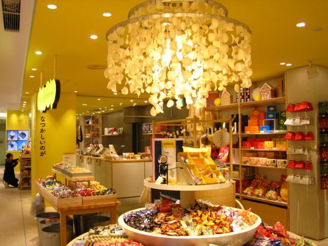 出来立てのあのお菓子が食べられる!! 120社のお菓子メーカーが大集結!