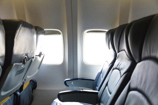 隣の席には死体かも?CAは知っているフライトの8つの秘密。