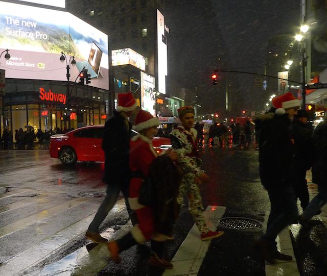ニューヨーク現地ルポ】雪の中の2017年サンタコン