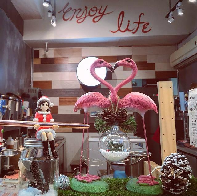 台北女子旅におすすめ!ピンクのタピオカ入りドリンクが人気の「木子日青」