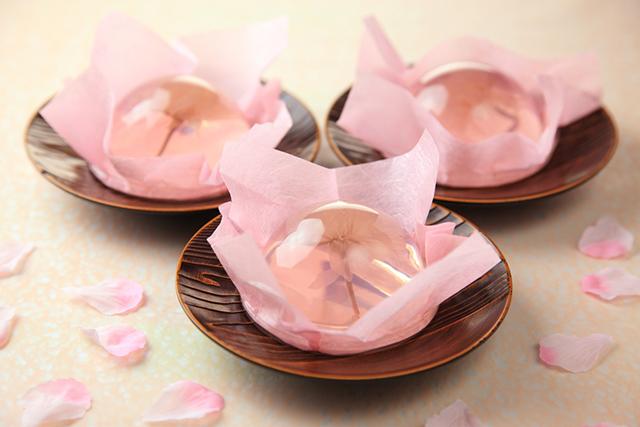 """ほんのり桜色・・・見た目も華やかで美しい """"桜咲くさくらゼリー""""を春季限定販売"""
