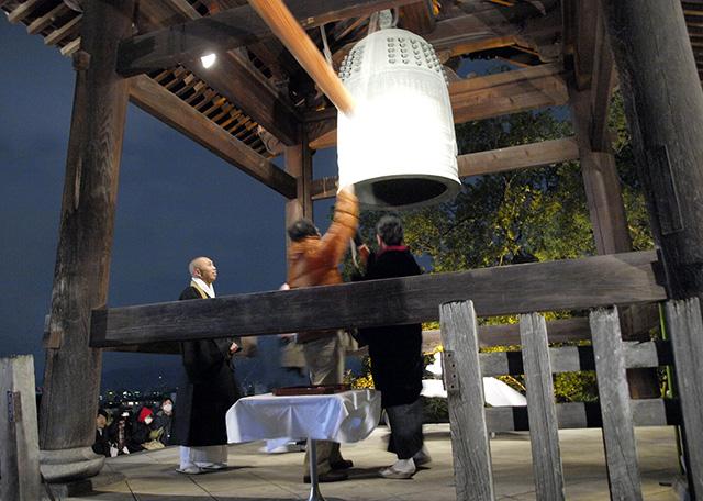 京都・高台寺境内の絶景コーヒーショップで、除夜の鐘と共に「3種の年越しそば」を!