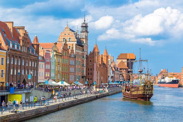 世界遺産の町から絵本の村まで、ポーランドのかわいいと村をめぐる旅