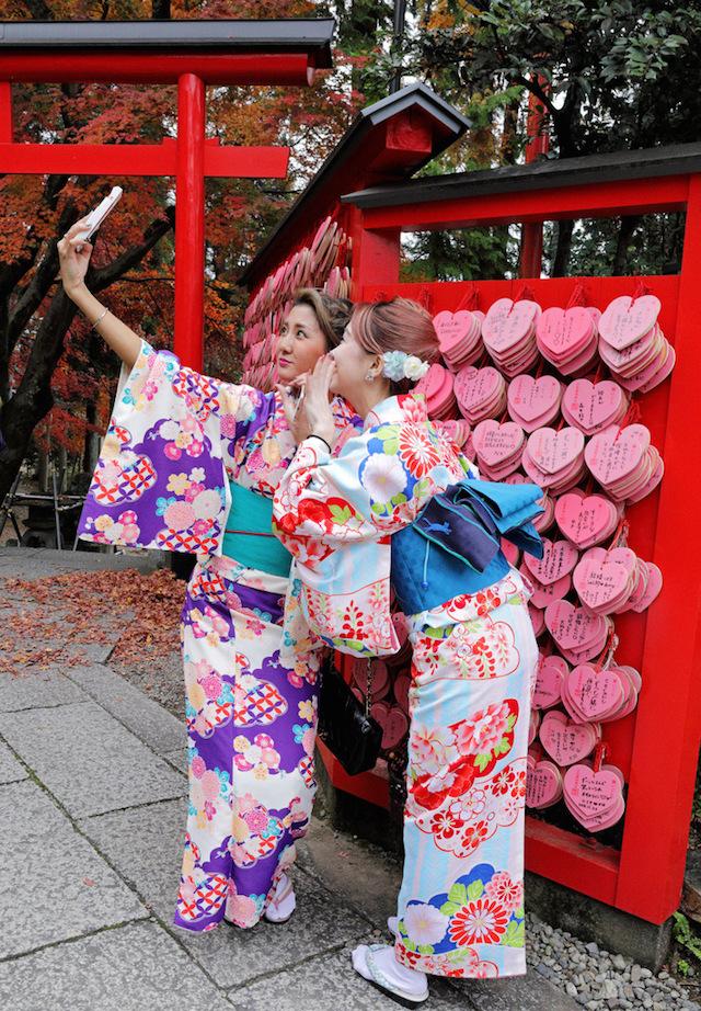 バレンタイン・トラベル 恋が叶うハート型絵馬の神社と恋小町だんご