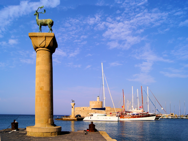 騎士団が築いた世界遺産の中世都市が残る、ギリシャ・ロドス島の6つの魅力