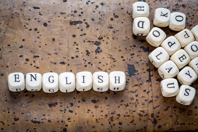 イギリス留学の格安語学学校、安さの秘訣は?普通の学校と違うところは?