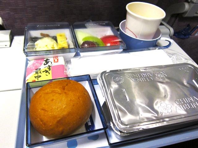 Ballantyneのバターとパンがうまい!チャイナエアラインのエコノミー機内食レポ