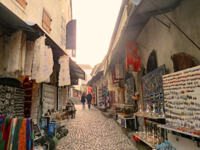 イスラムとカトリックが共存する世界遺産の町 「平和の橋」が見守るモスタル