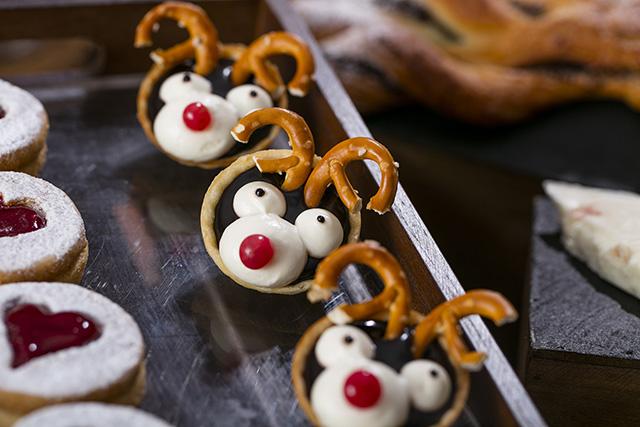 ヒルトン東京お台場で「ミニチュア・クリスマスマーケットの世界」ホリデーデザートブッフェ開催