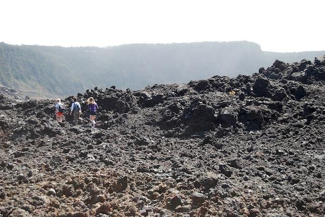 怒ると怖い女神の住む火山、ハワイ島「キラウエア」を歩く