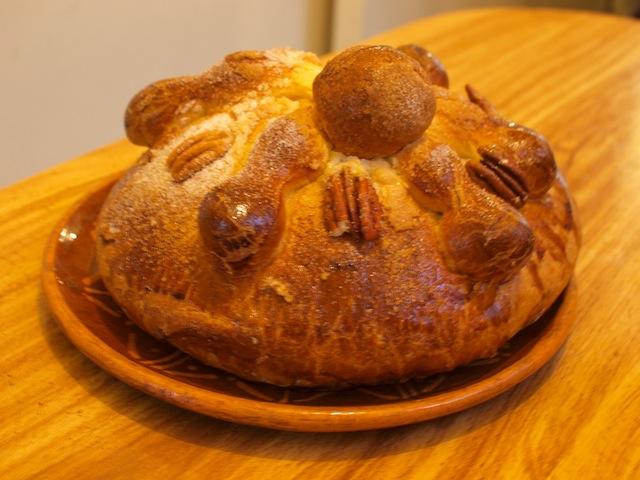 メキシコの旬の味、「死者のパン」を食べくらべ