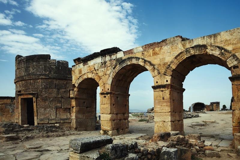 石灰棚の温水に裸足を浸してみたい!トルコの世界遺産パムッカレ