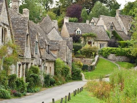 まるでハリーポッターの世界!イギリスで最も美しい街「バイブリー」