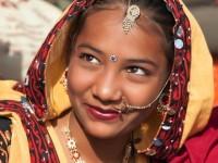 見ているだけでもワクワクな「アジアの民族衣装」美少女めぐり