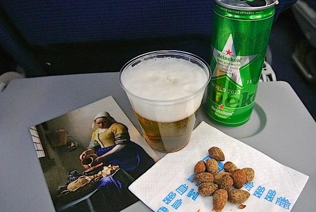 【機内食で世界めぐり】アムステルダム〜アブダビ空港間「オランダ航空」