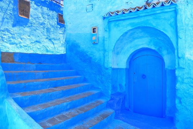 【青い街】街全体がアート!涼しさを感じるモロッコの「シャウエン」