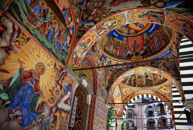 山奥にたたずむ個性的な世界遺産、リラの修道院