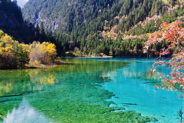 大切な人と眺めたい、世界の「美しすぎる湖」9選