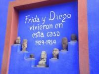 強く自由なメキシコの女性画家、フリーダ・カーロの衣装が史上初公開