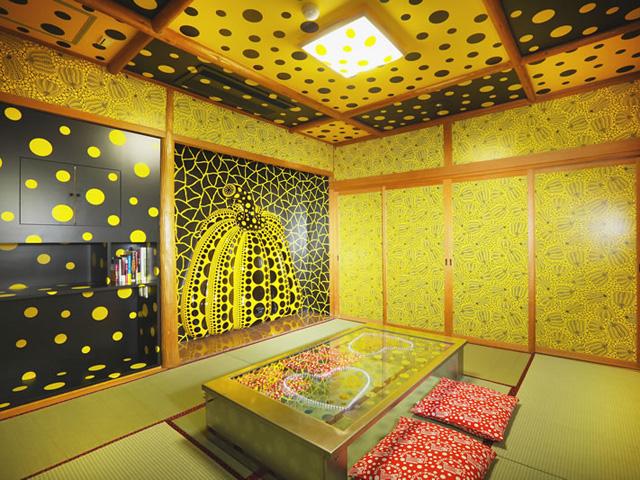 【期間限定】日本最古の温泉と最先アートが融合!宿泊できる美術館な旅館