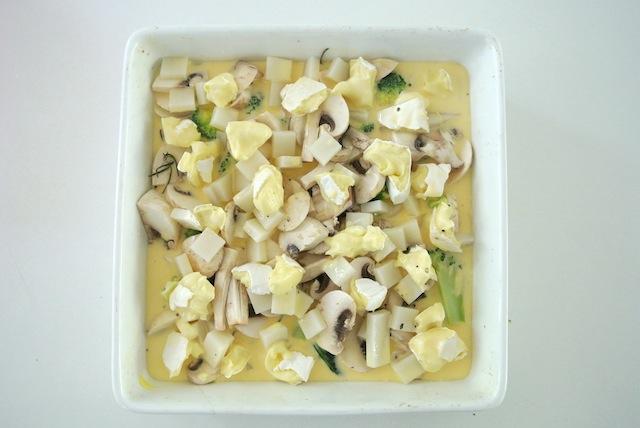 【お餅活用レシピ】正月料理の残りでOK「キノコと野菜のお餅ココット」