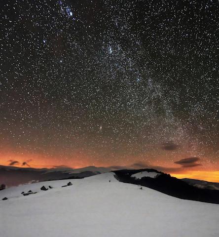 空気が澄んだ冬こそチャンス!世界で出会う「美しい星空」たち
