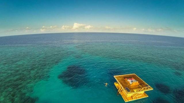 胎内にいるかのように心地よい、海と一体化して泊まる世界のホテル