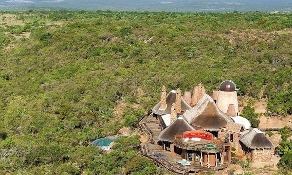 【アフリカ】森の中に秘密基地?野性ミックスな超高級貸別荘がすごい