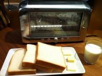 【行列の絶えない店】VIRONの食パン専門店にバタートースト評論家と行く