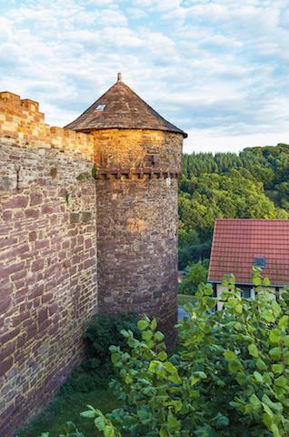 おとぎの世界へ!グリム童話の舞台になった「ドイツの古城ホテル」