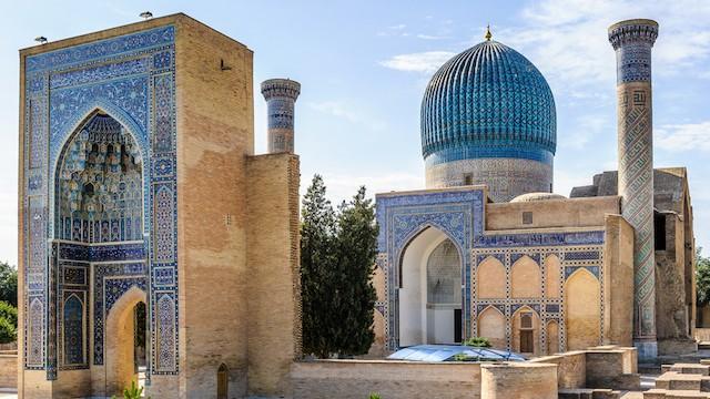 春が創り出す「青の都」、美しすぎるサマルカンドの青空と建造物たち