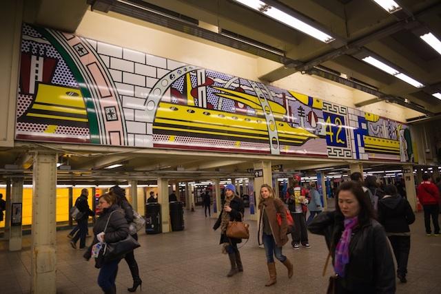NYのエネルギーを感じる、タイムズ・スクエアの地下鉄アート