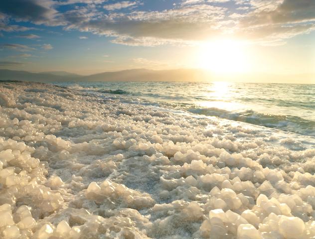世界の塩湖が魅せる「七つの絶景」