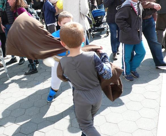 【現地レポート】子供時代に帰ってはしゃぐ!ニューヨークの枕たたき大会
