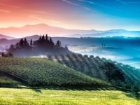 自然と歴史が生んだ奇跡!圧倒的な幸福感につつまれる「虹色の絶景」