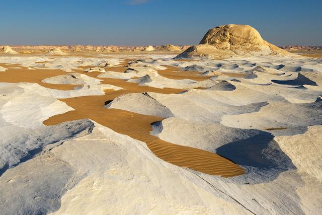 【絶景】風がつくった、奇岩の並ぶエジプト白砂漠