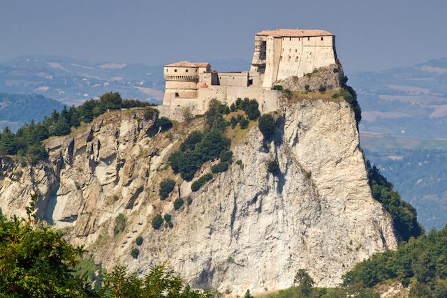 ミステリアスな伝説が残る、イタリア古城3選