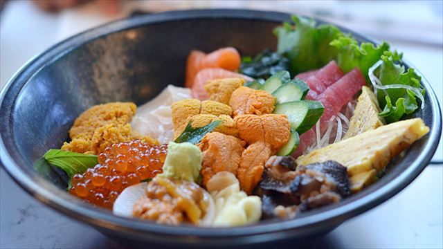 世界に広がるSUSHI文化!LAのカラフルで美味しいちらし寿司10