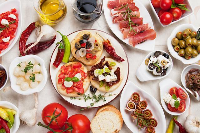 【無形文化遺産を探る旅】料理からグラス工芸まで!長寿食「地中海の食事」