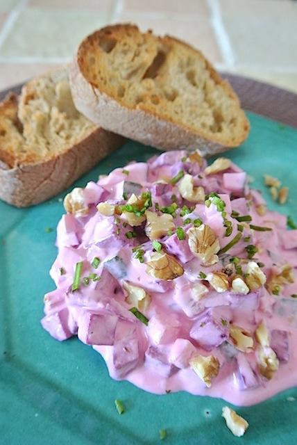 簡単でヘルシーなギリシャ風サラダ「ビーツ入りザジキ」