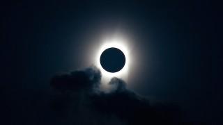憧れちゃう!2015年3月の北大西洋「皆既日食」を空から観測!