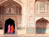 色にちなんだ異名をもつ、インドの3つの町絶景