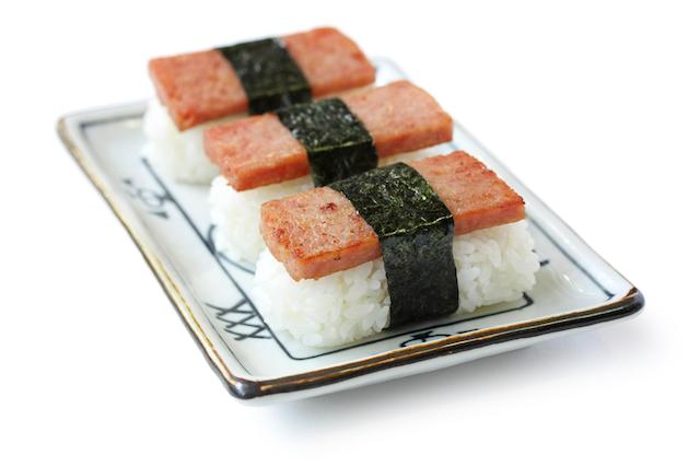日本文化が海を渡り「ハワイ名物」に生まれ変わったもの、3つの物語