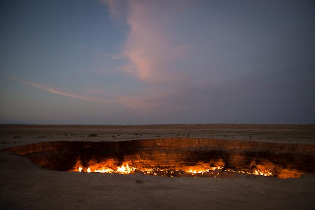 【トルクメニスタン】人の手によって生み出された、地獄の門「ダルヴァザ」