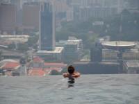 天空に続く世界一の無限プールで過ごす休日絶景