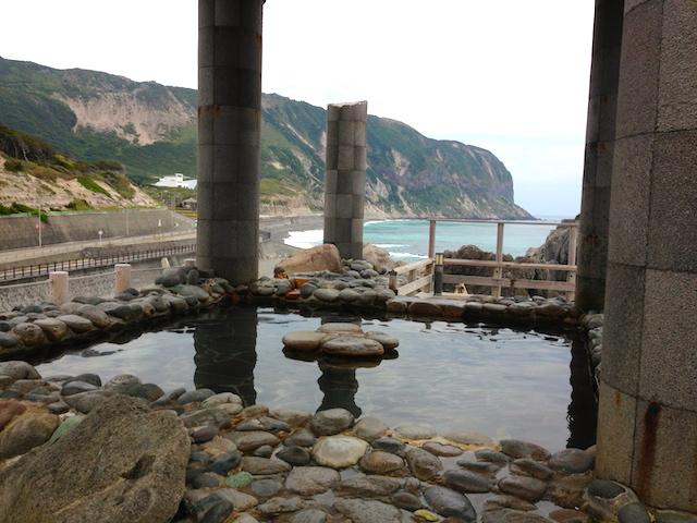 【新島】24時間無料! ギリシャ神殿風のオーシャンビュー絶景温泉