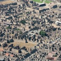 火山灰に埋もれてから時が止まったままのポンペイ遺跡