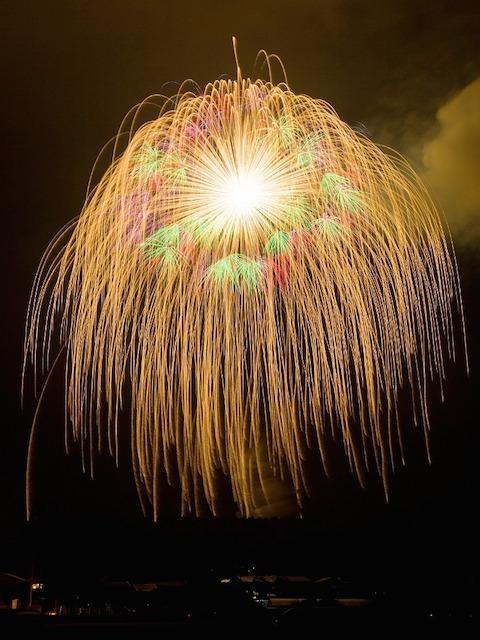 ギネスにも認定、世界一の四尺玉花火「片貝まつり」
