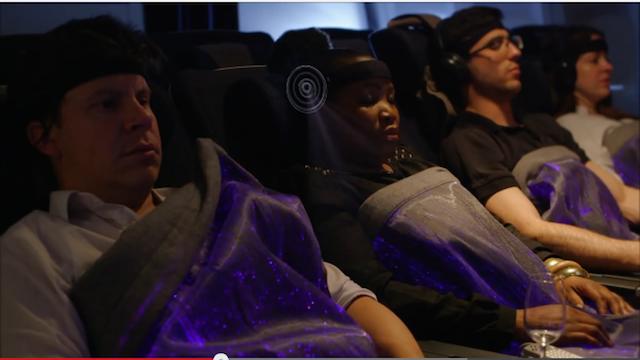 世界が注目!搭乗客の脳内リラックス度で色が変わる「ハピネスブランケット」