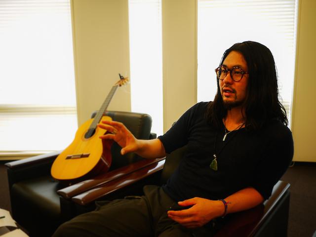 【インタビュー】旅の余韻から音楽が生まれる/オレンジペコ ギター藤本一馬